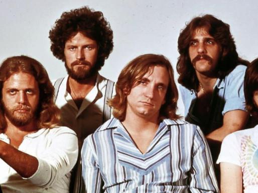 Há 44 anos, The Eagles chegava ao topo da parada americana de álbuns com Hotel California