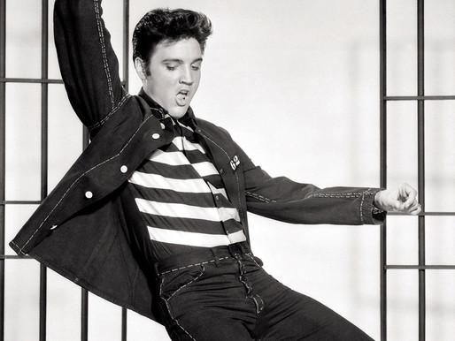 """Há 63 anos, Elvis Presley chegava ao topo da parada britânica com o clássico """"Jailhouse Rock"""""""