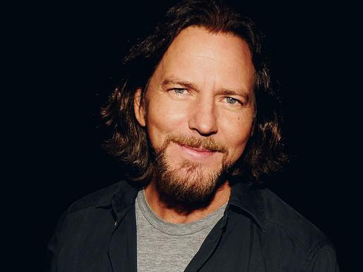 Eddie Vedder participa de show virtual de fundação apoiada por Dalai Lama; confira