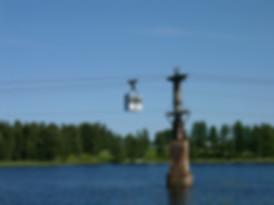 Linbana ovanför en sjö i Lappland