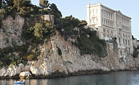 Vackra klippor i Monaco