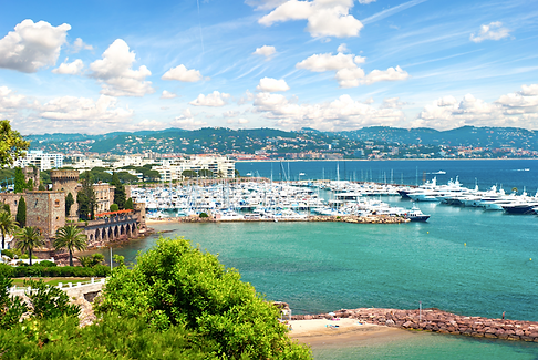 Vacker hamn i Frankrike