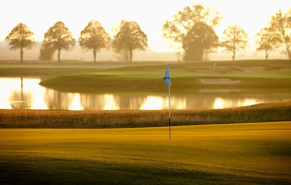 Golfbana i kvällssol.jpg