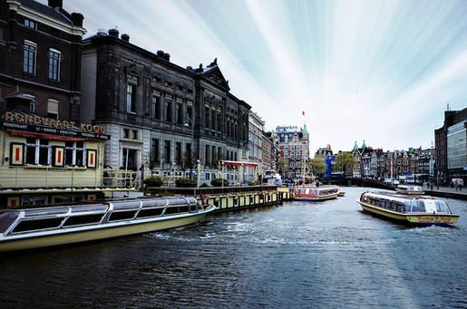 Vacker kanal i Amsterdam