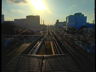 HDR 夕日で輝く線路
