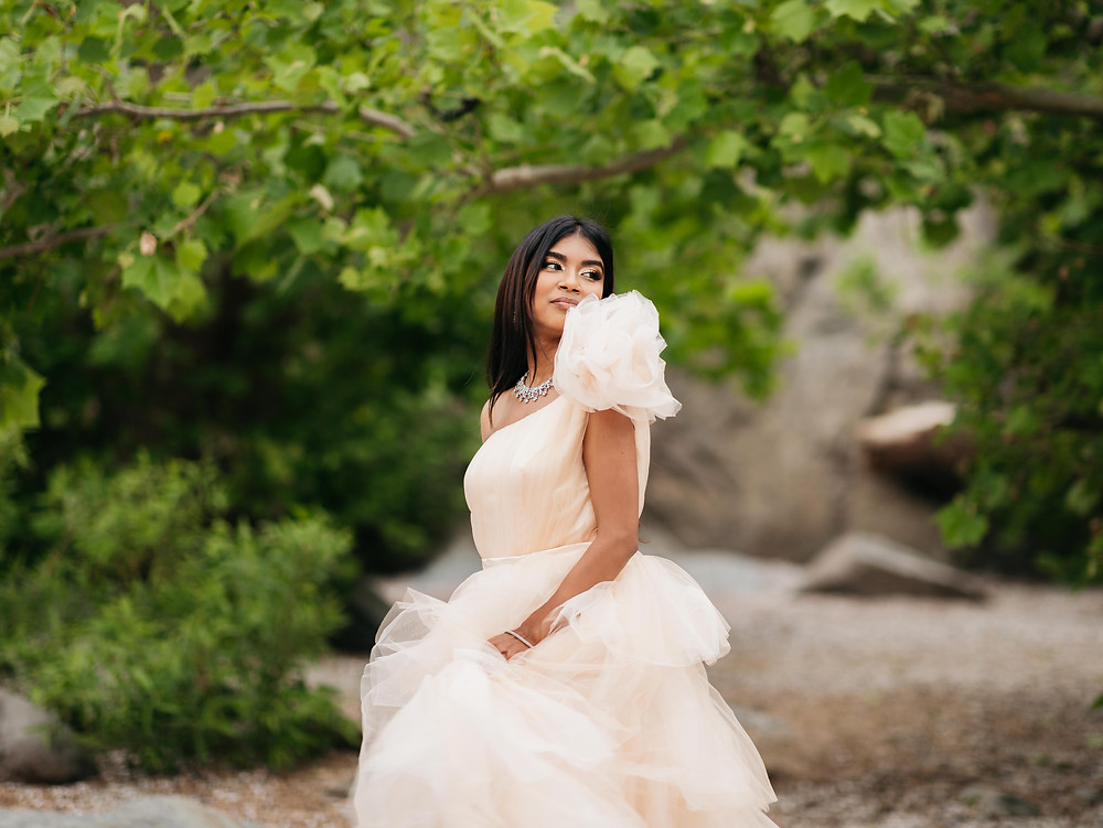 Bride engagement photoshoot at Great Falls Park