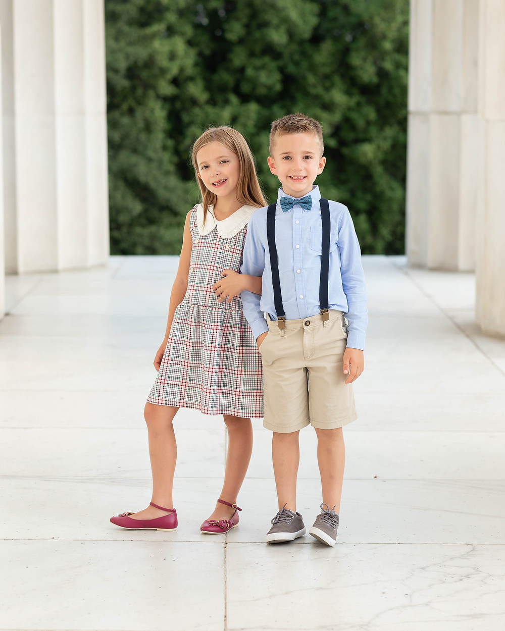Photography of kids at the Lincoln Memorial in Washington, DC