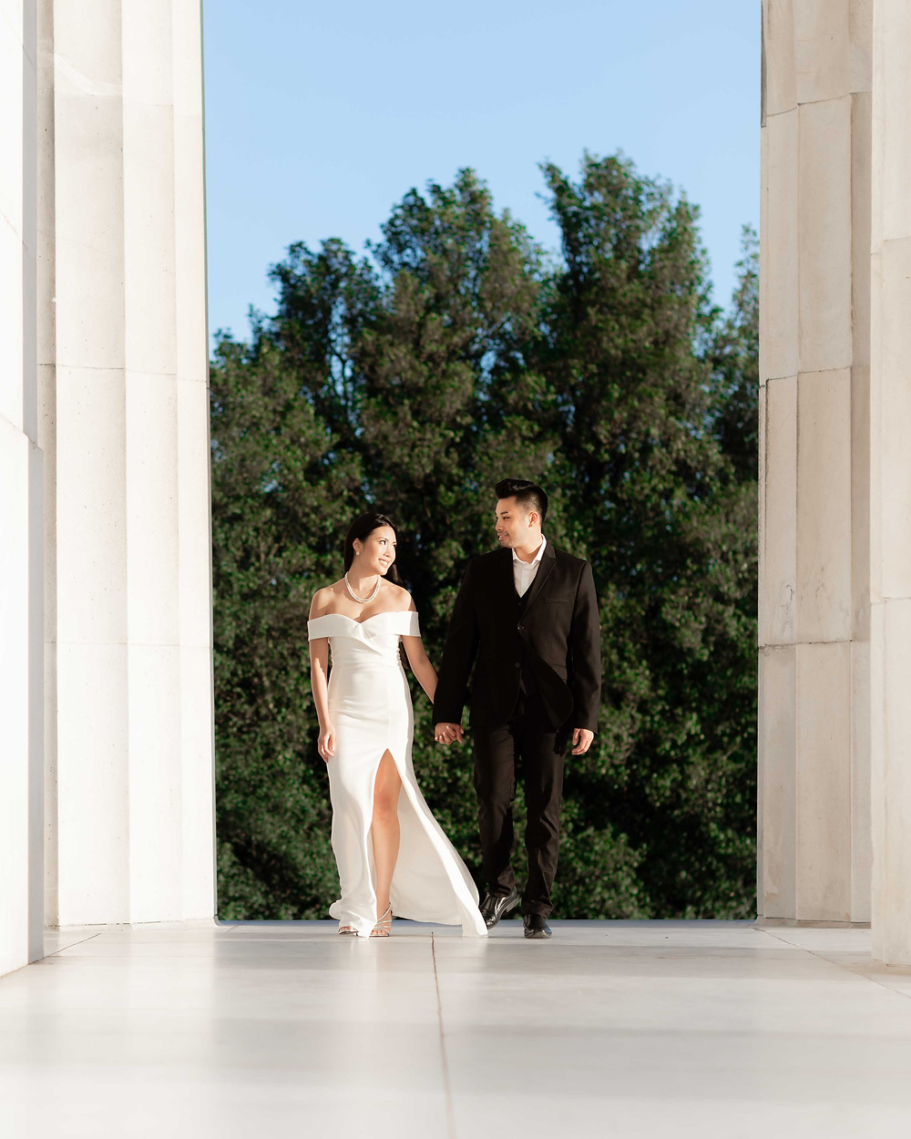 Engagement photography at the Lincoln Memorial.