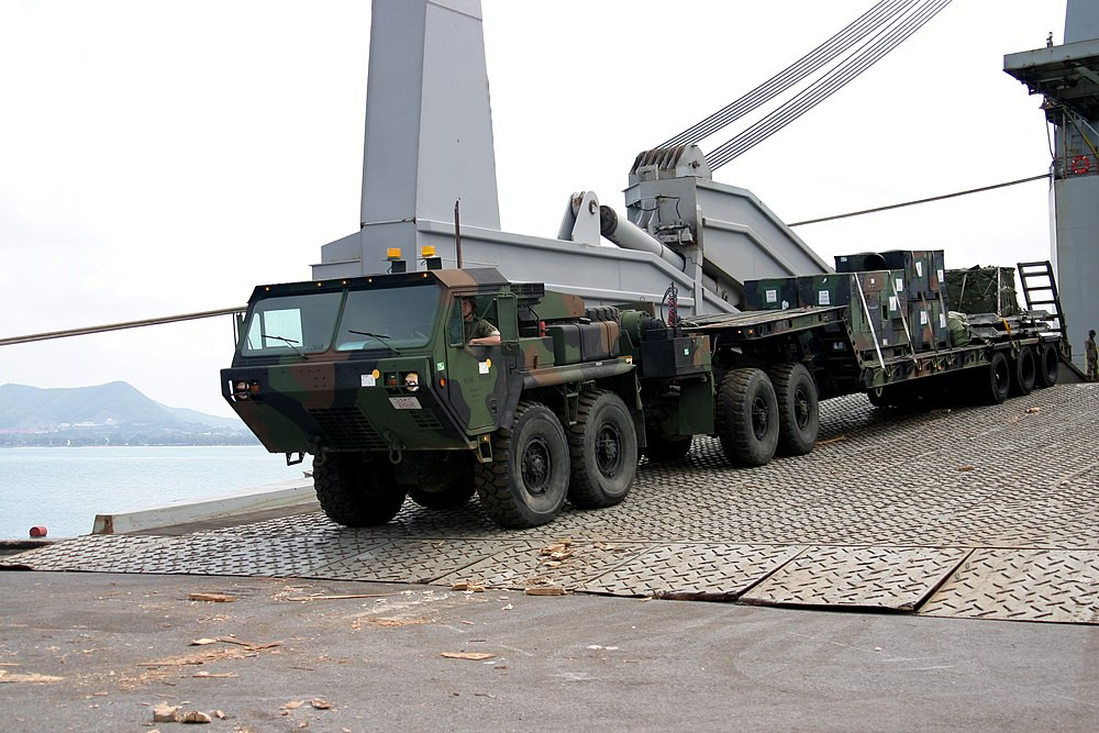 LVS fifth-wheel variant, towing an M870A2 semitrailer photo