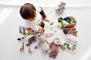 幼児とおもちゃ.JPG