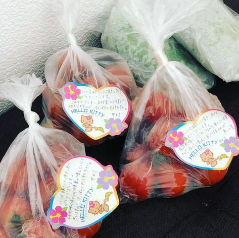 プチトマトと紫蘇をスタジオで販売