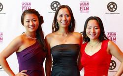 映画祭に招待されたドレスを着た女性達
