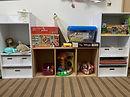 棚に整理収納された玩具.jpg