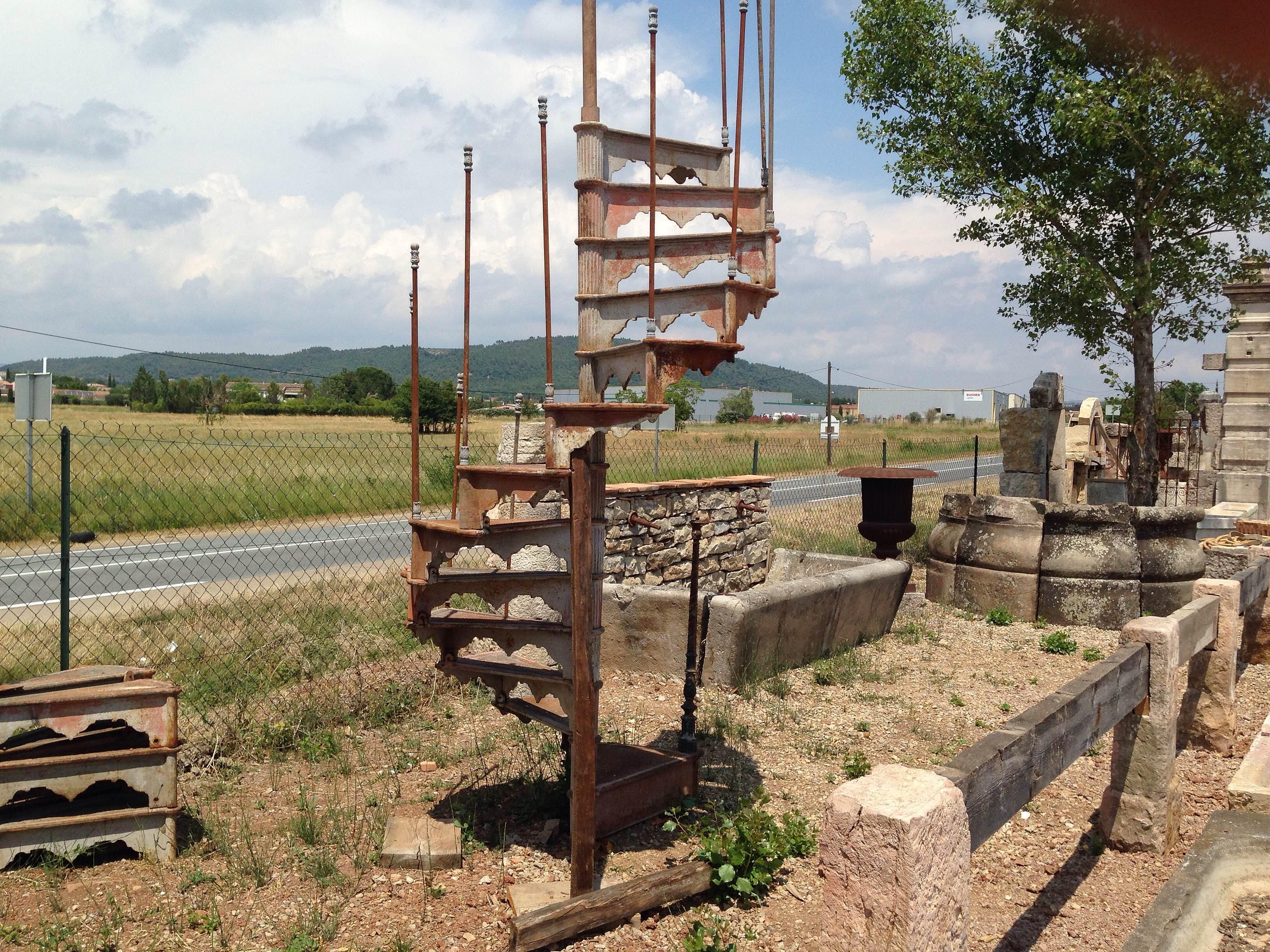 Mat riaux anciens et taille de pierre en provence var - Escalier colimacon ancien ...