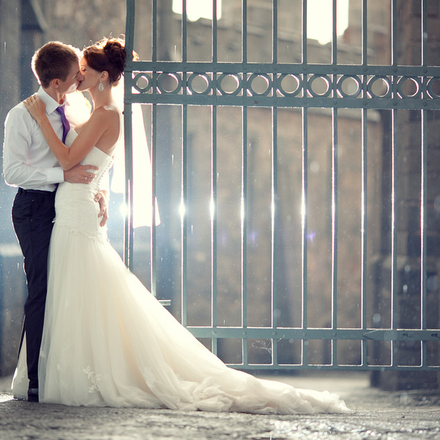 wedding pair hugging and kissing at the