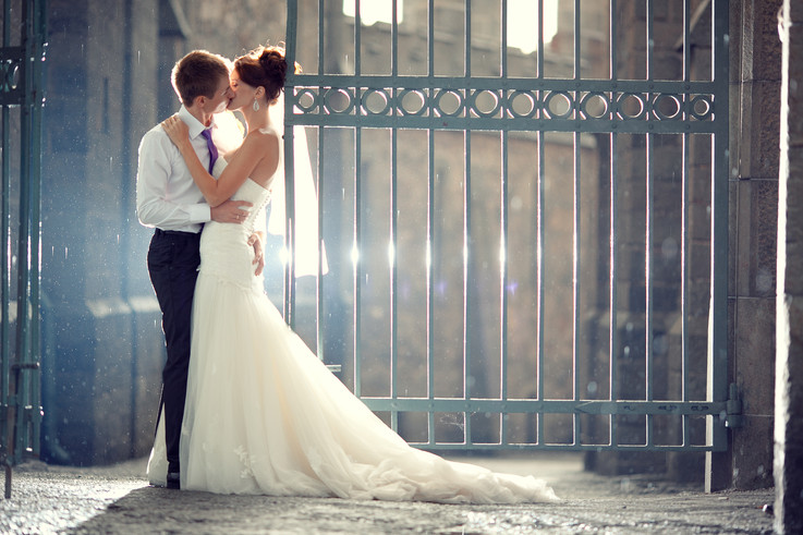 wedding pair hugging and kissing at the