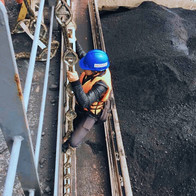 Ship-to-ship coal discharging