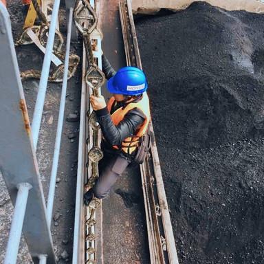 Ship-to-ship coal discharging