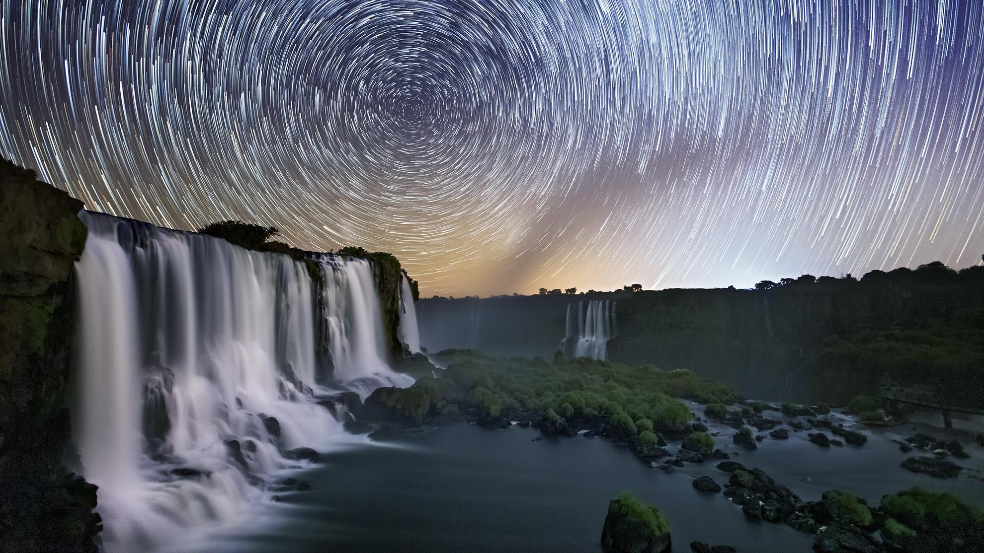 Star-Trail-Cataratas-Full.jpg