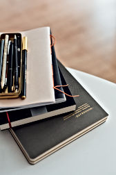 notes pens books goldsmith Michaea Römer office