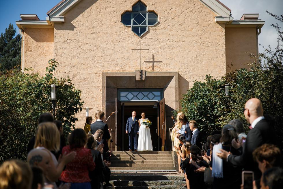 Häät, hääkuva, dokumentaarinen hääkuvaus, hääjuhlan kuvaus, hääkuvaaja, häiden valokuvaus, vihkimisen valokuvaus, kirkkovihkiminen, Kulosaaren kirkko, Helsinki