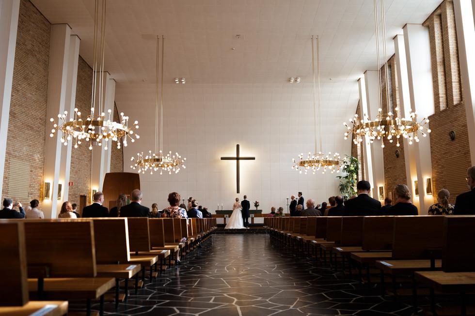 Häät, hääkuva, dokumentaarinen hääkuvaus, hääjuhlan kuvaus, hääkuvaaja, häiden valokuvaus, vihkimisen valokuvaus, kirkkovihkiminen, Meilahden kirkko, vihkiminen, Helsinki