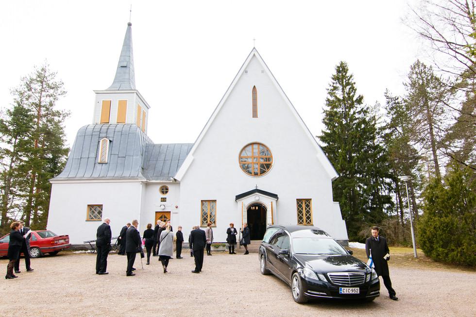 kuivannon kirkko, kuivannon kirkko hautajaiset