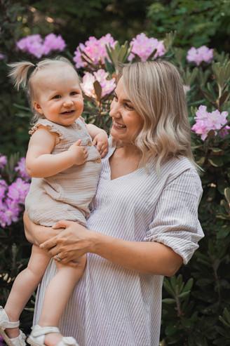 Äiti ja lapsi -kuvaus  Mustilan Arboretu