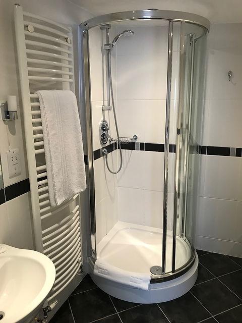 Room 8 bathroom (3).jpg