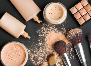 How to Know if You Should Use Cream, Liquid or Powder Foundation