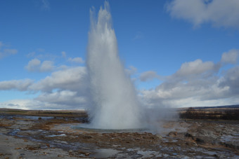 PHOTO OF THE DAY: GEYSER