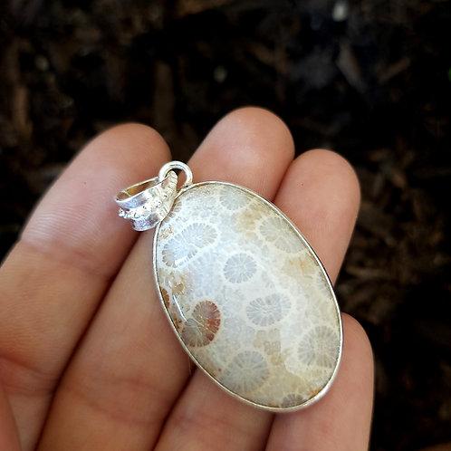 Ciondolo Corallo Fossile con Montatura in Argento