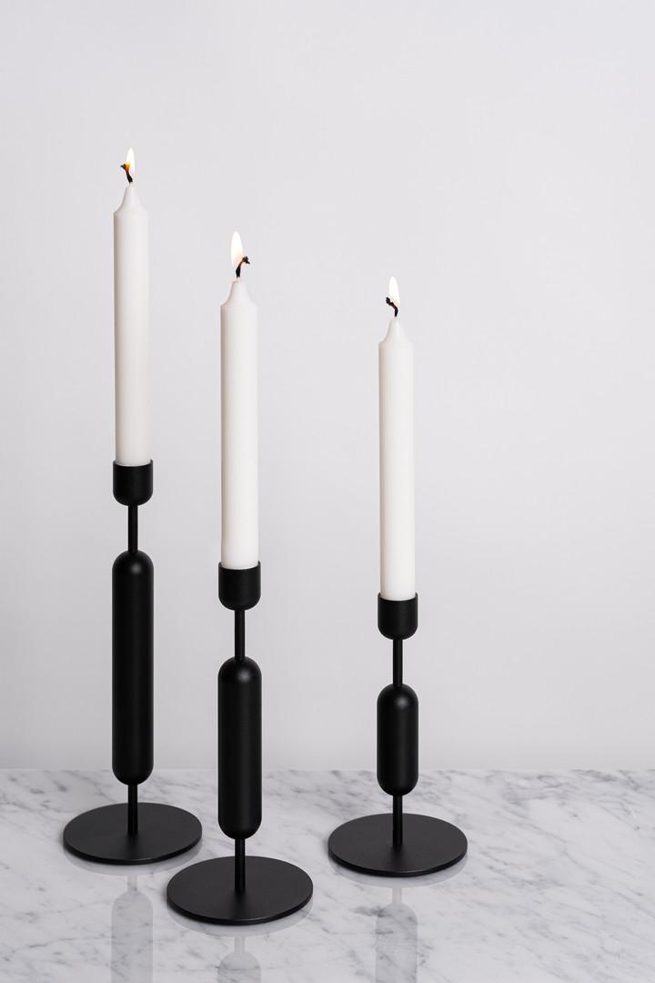 Nuotti musta kynttilänjalka