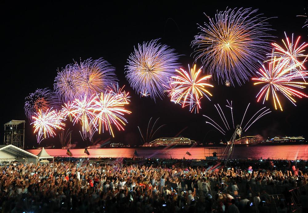 Fogos de artifício com o tema: Vingadores, no Rio de Janeiro, Copacabana