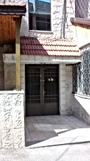 شقة للبيع الهاشمي الشمالي حي الزغاتيت بالقرب من مسجد العباس بسعر مغري