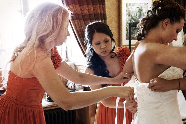 Bride puts dress on