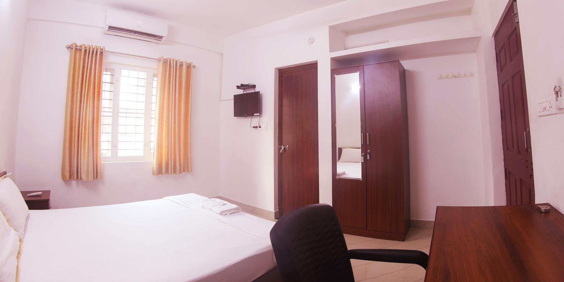 room1200_1.jpg