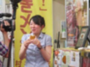 狩野アナウンサーが村井肉店のコロッケを食べて くれました!!