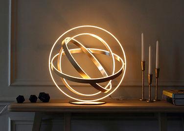 lampe sphère B612, lampes à poser design led Nantes la Baule La Rochelle Cholet, lampes en bois design Henri Bursztyn
