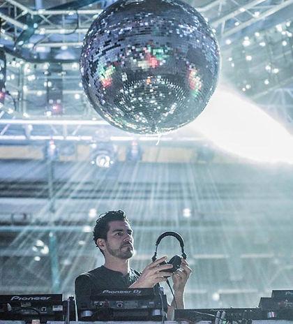 dj-discoball-show de salsa-cali.jpg