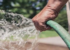 En vigencia, la ordenanza sobre uso de agua en la vía pública