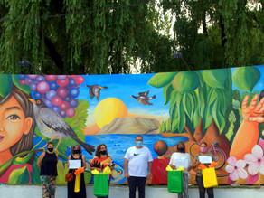 Reconocimiento a artistas que pintaron el mural en la Isla 58