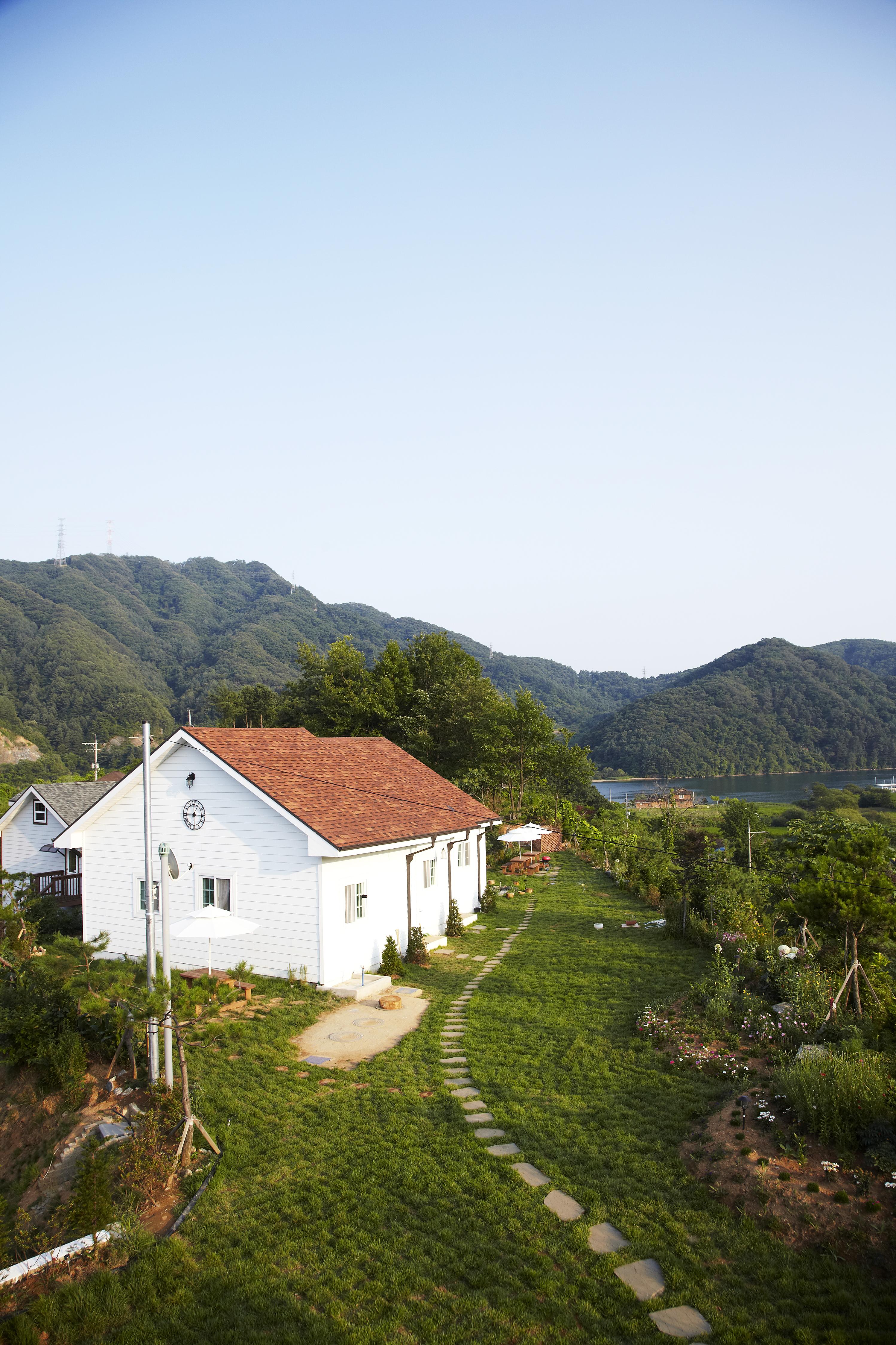 펜션동 2층에서 바라본 북한강