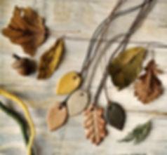 Foglioline: collane foglia in ceramica fatti a mano da Tuttosicrea