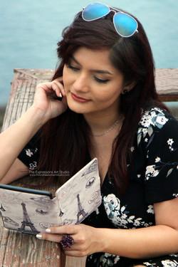 Portrait_book_reading_beach