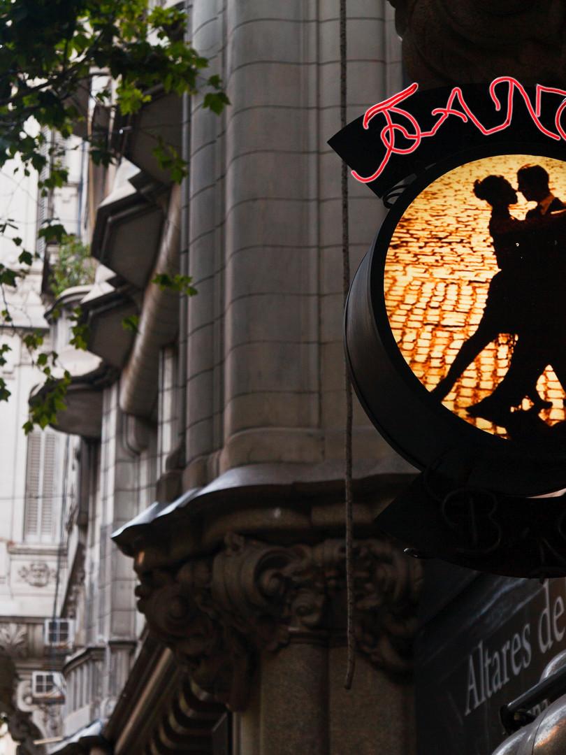 120508012400-buenos-aires-tango-avenida-