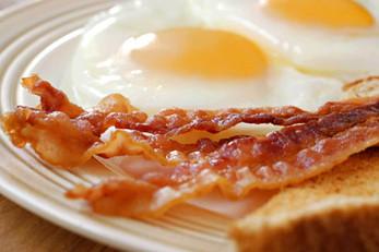 huevos-fritos-con-bacon-.jpg