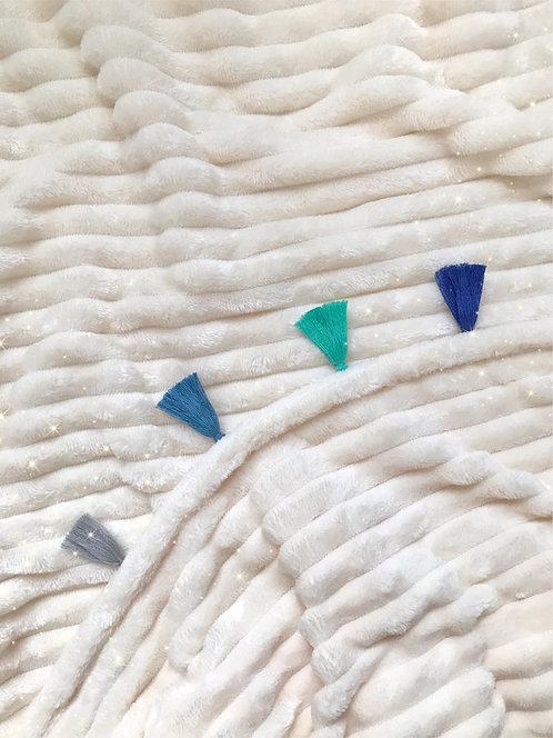 Cobija Beige con Flecos Azules