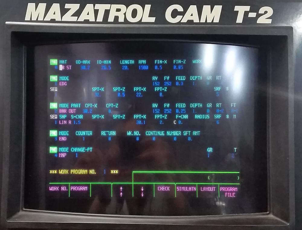 Foto de control MAZAK ilustrandro lineas de programación con Lenguaje Mazatrol