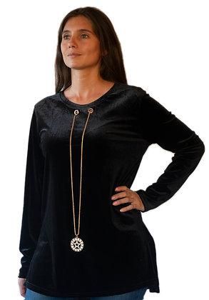 Polera Aterciopelada  Negra con collar.